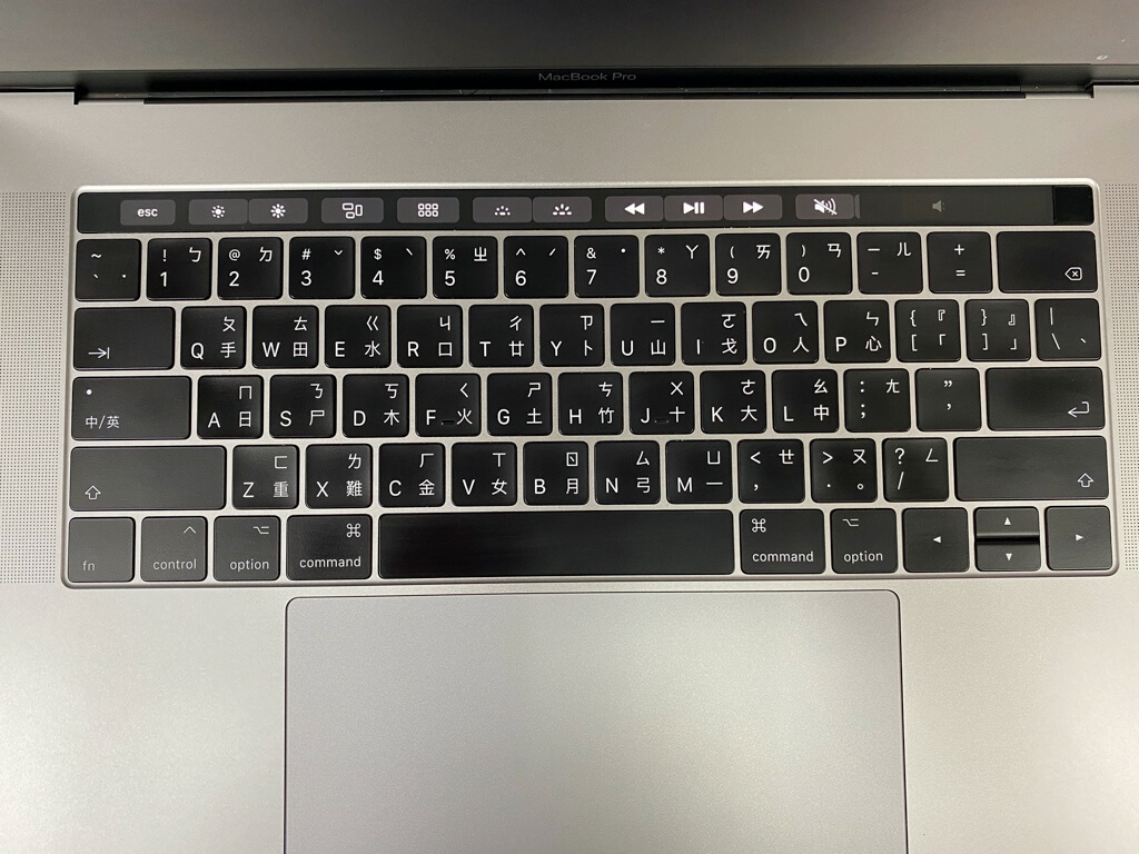 MacBook Pro 2017 鍵盤鍵程短,打字有點像敲擊平面,易疲勞