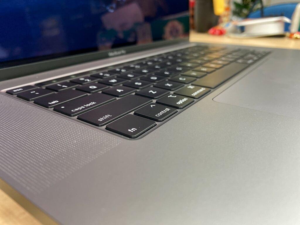 MacBook Pro 2019 16吋的剪刀式鍵盤(鍵程比較長)