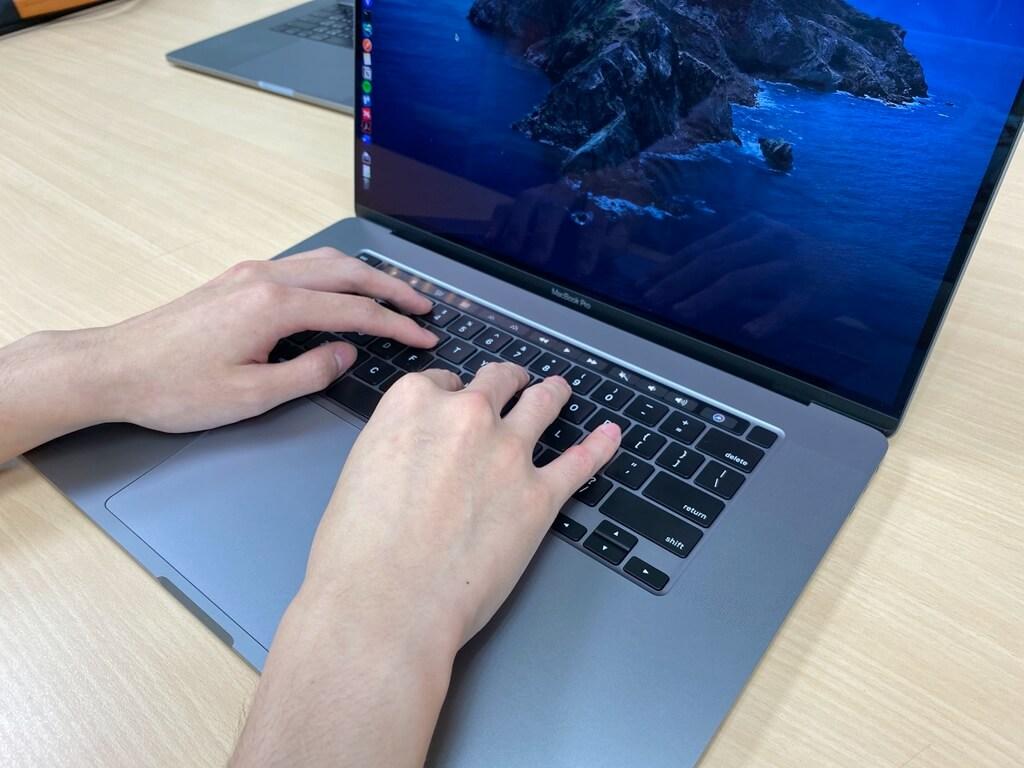 MacBook Pro 16吋獨立了ESC & Touch ID